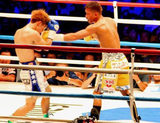 木村翔(右)在和田中恒成的比赛中。