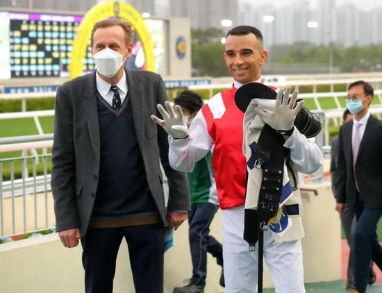 骑师莫雷拉开创新纪录:在香港赛马7年斩获900场头马