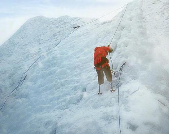 夏伯渝攀登珠峰。