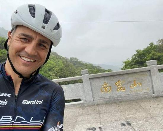 【博狗扑克】卡纳瓦罗离职后度假散心 长途骑行心情颇佳 图
