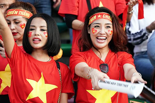 场边的越南美女观众。