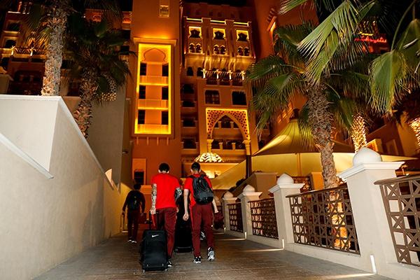 中国男足抵达阿联酋沙迦当地酒店。本文图片 视觉中国