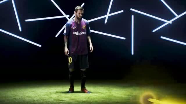 梅西携巴萨众星给球迷拜年