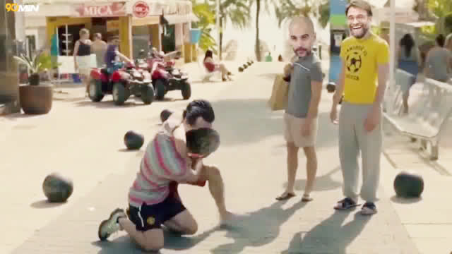 视频-外媒恶搞阿森纳大战曼联 瓜帅渣叔淡定吃瓜