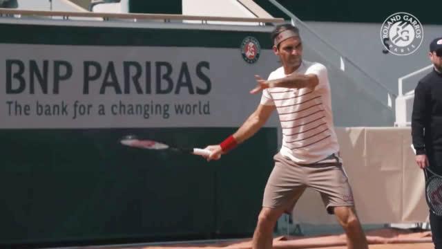 视频-费德勒抵达巴黎 重返法网后首次公开训练