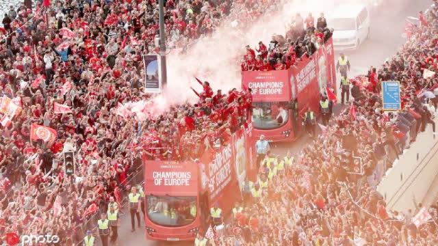 视频-利物浦夺冠巡游盛况 全城万人空巷一片红色