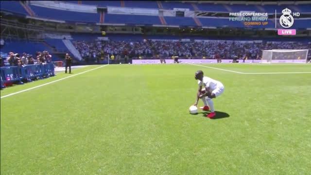 视频-门迪与球迷见面 第一次以皇马球员身份亮相