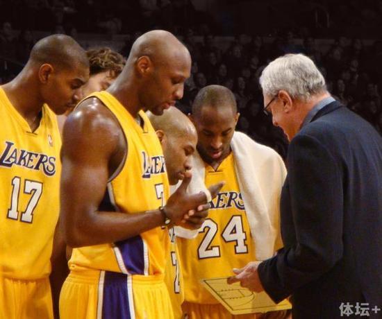 Phil_Jackson_coaching_LAL.jpg