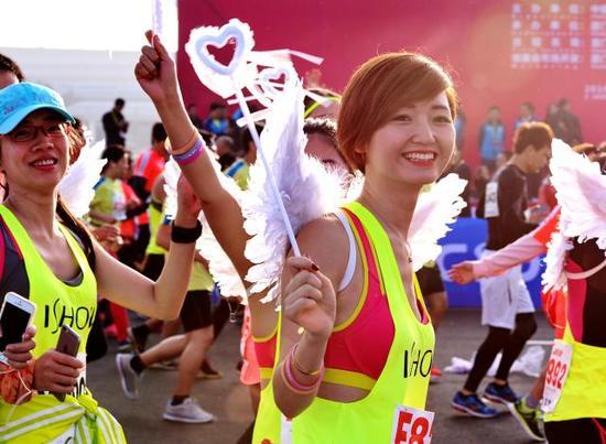 2016厦门马拉松赛举行↑新华社记者张国俊摄