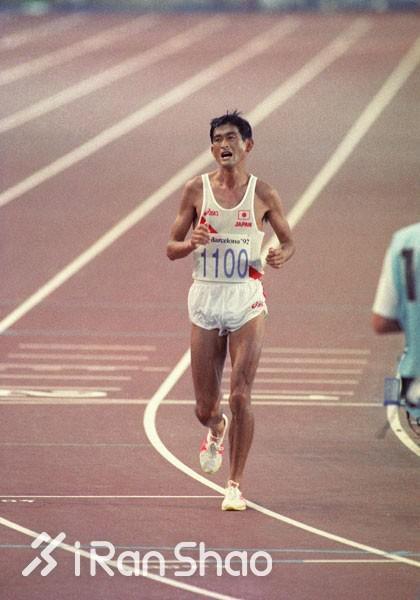 日本男选手最后一次拿世锦赛马拉松奖牌,已经是12年前的事了:2005年赫尔辛基世锦赛,尾方刚收获第三。