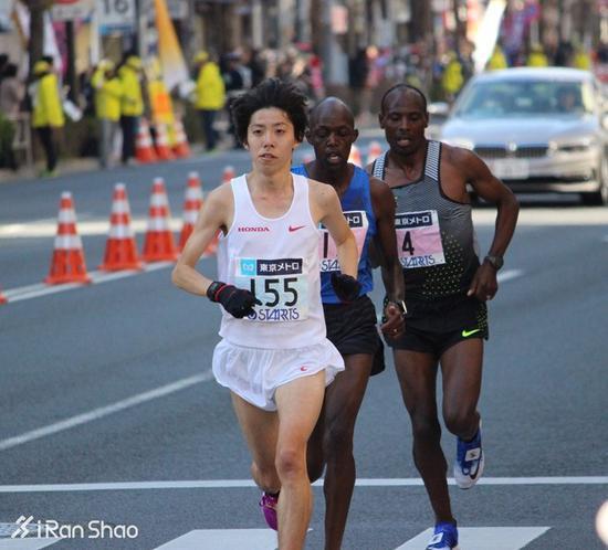 另外,山本仍处在事业上升期,去年在纽约马拉松和领奖台擦肩而过;而伦敦世锦赛基本就是中本的职业告别战。