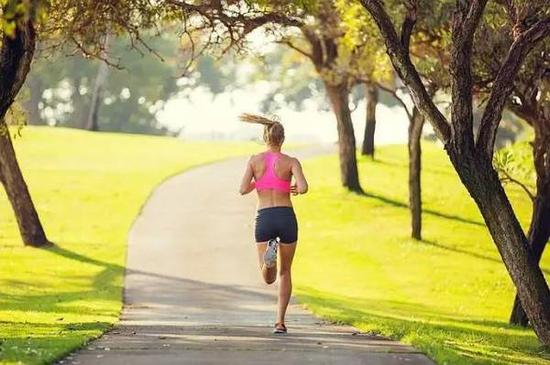 晨跑与夜跑的区别 最佳的跑步时间原来是这样的
