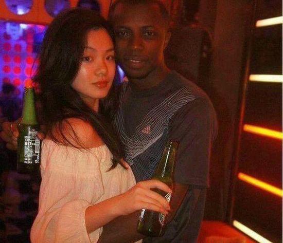 哥路沙在一次香港比赛后,意外结识了自己的妻子,当时他的妻子被他的表现震撼到,后来主动向哥路沙索要了联系方式。