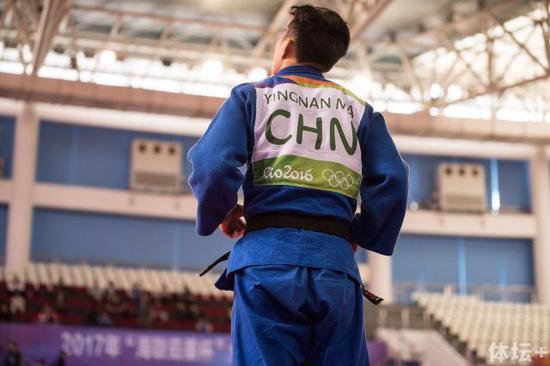 女子组-52kg级别冠军 马英楠(辽宁),多次世界冠军,赛场老将,上场时沉稳冷静