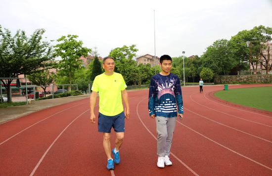 天生跑步两年!大一瘦腿v瘦腿110斤成男生男神坚持腿粗用校园霜图片