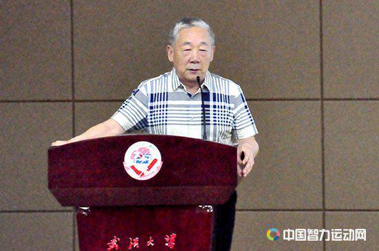 中国桥牌协会副主席、中国桥牌普及推广大使周坚卫演讲