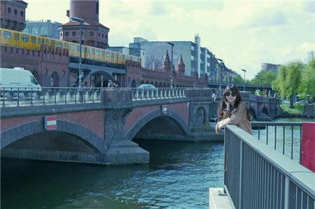 黑嘉嘉赴柏林旅游。