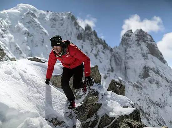 厄尔布鲁士峰,海拔5642米: