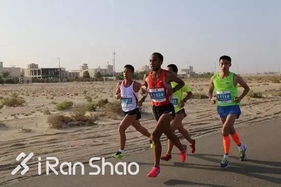 2015年,牟振华结识了江苏专业队运动员程乾育,从此跟着他一起练;另一个训练伙伴是来自徐州的石吉林。