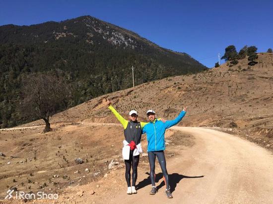 下午是强度课,为前一天刚到南京的好友任耀带跑8个300米,按400米65秒的节奏。