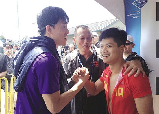2015年钻石赛期间,刘翔祝贺苏炳添飙出9秒99的成绩。