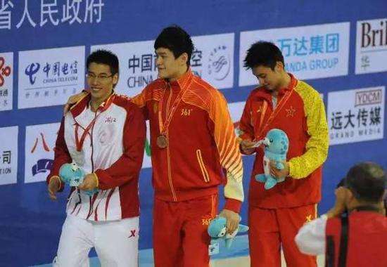 """""""孙杨一个人就可以拿8枚金牌,浙江不需要吴易�m拿金牌,所以,给他的环境相当宽松。""""一位家长告诉记者。"""