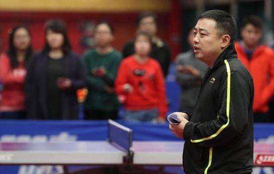图说:两个月前,国乒刚完成竞聘工作,确定刘国梁继续担任总教练 网络图