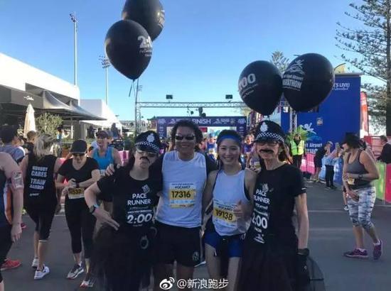 来自上海的美女跑者孙怡静在半马中也创造了PB,成绩为2小时01分。