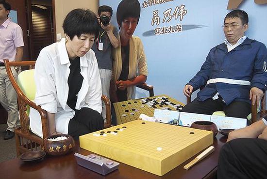 芮乃伟对阵聂卫平。视觉中国 资料