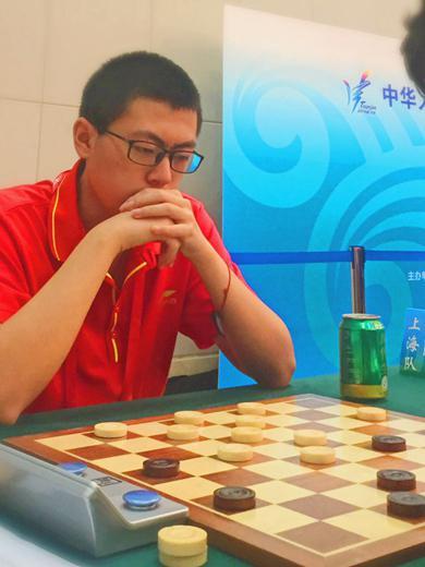 上海代表队选手阮玮毅在比赛中