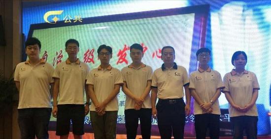 桂林合和队首发的是刚获全运会业余围棋亚军的唐崇哲7段,长沙隐智队以女先锋叶桂五段对决。