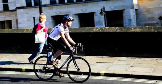 """据调查的作者表示,""""骑车上班给员工带来的轻松感意义深远。它将影响到许多重要的活动,关键的决策,乃至员工的各种行为。"""""""