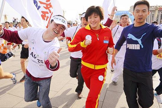 叶诗文参加长跑活动