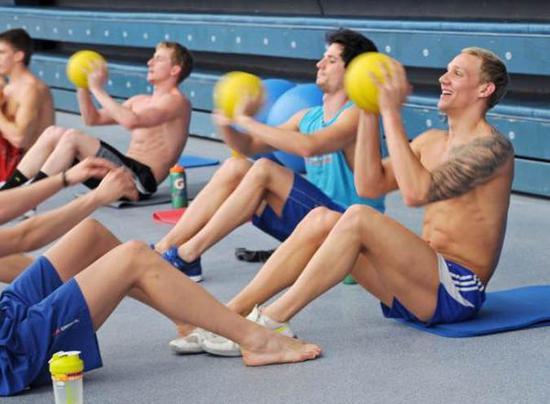 训练中的德鲁赛尔(右一)。