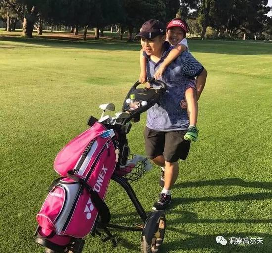 刘国梁热爱高尔夫运动,立志将女儿培养成大满贯冠军