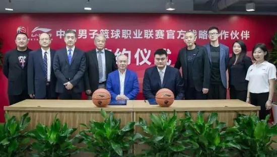 李宁到底和姚明签了多少钱,只有照片里的这些人知道。