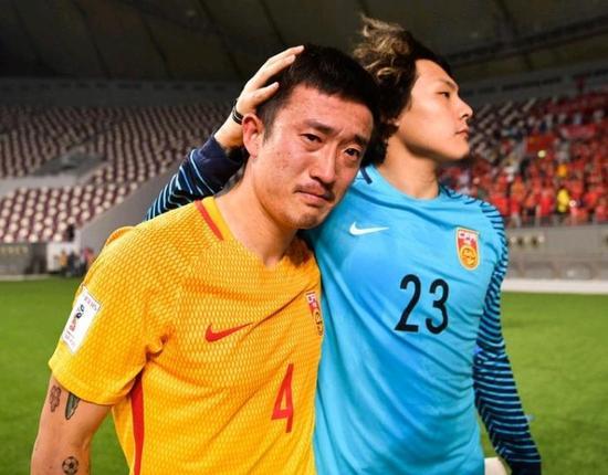 心疼郑智的眼泪与倔强的中国球迷