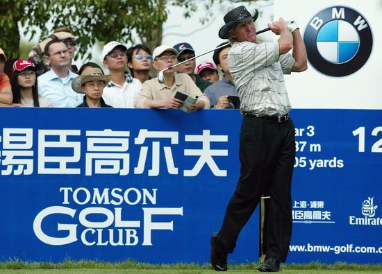 2004年,诺曼在上海参加当年的宝马亚洲公开赛。
