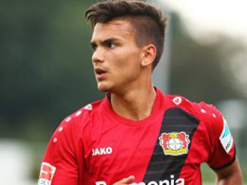 在德国各年龄段的国家队,阿克卡伊纳克一直是其中的佼佼者,曾经出任德国U17及U18队长,现在则进入了U19。