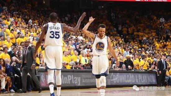 (Curry與Durant,誰會再次拿下MVP?)