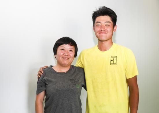 吴易昺与妈妈。阿昺妈妈:我也曾经迷茫