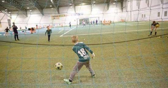 冰岛孩子能接受最专业的38365365体育在线指导。