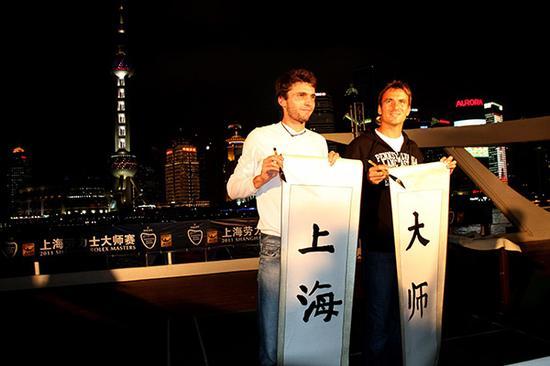 2011年10月9日,2011年上海大师赛,西蒙(左)、罗布雷多(右)畅游黄浦江为赛事造势。