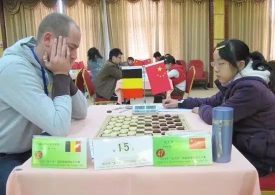 """▲2010年""""金马杯""""比赛,方文希(右)PK外国选手"""
