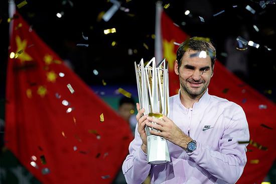 2017上海网球大师赛男单决赛,费德勒夺冠。