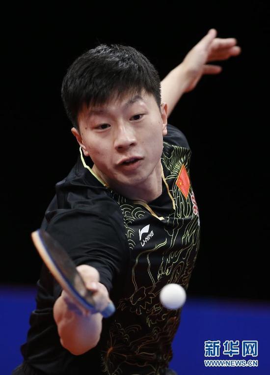 ↑马龙在比赛中回球。新华社记者叶平凡摄