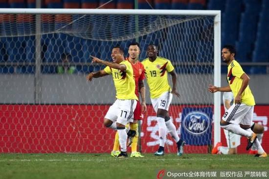 哥伦比亚球员庆祝进球。Osports 图