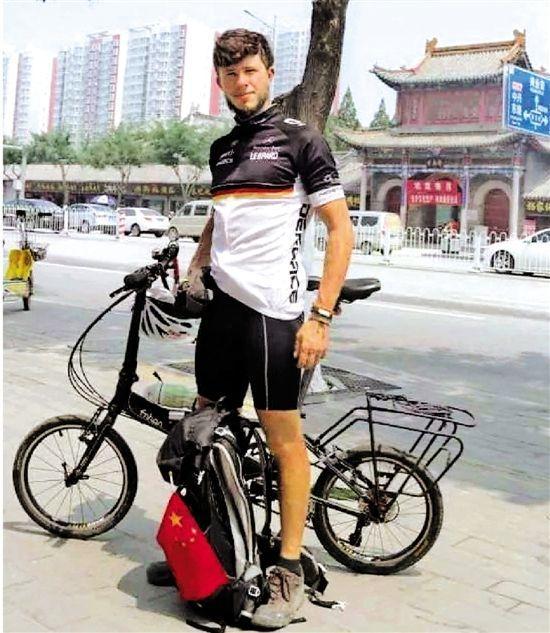 新葡京真人|留学生骑行5800千米穿梭中国 阅历撰写毕业论文