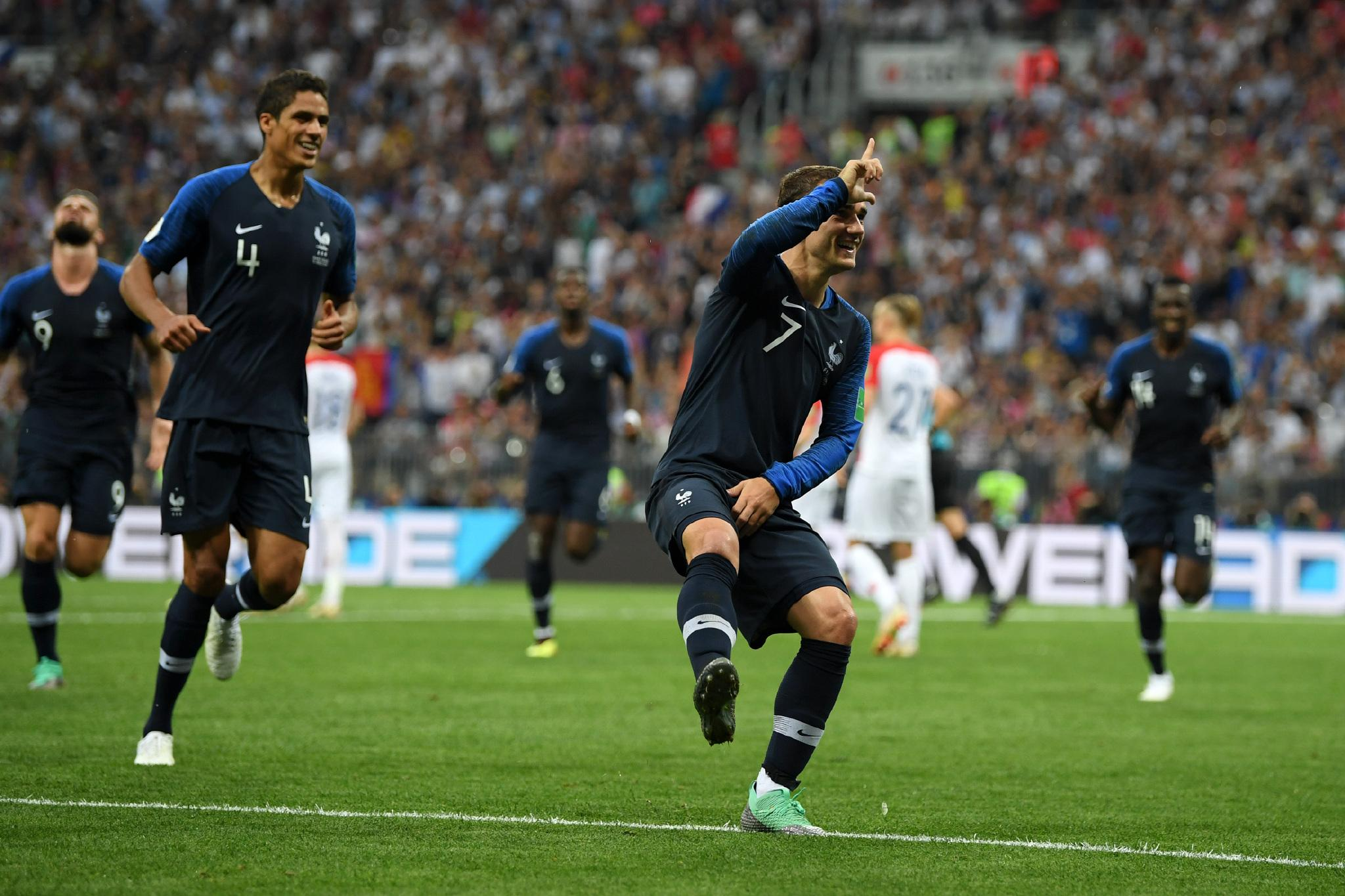 世界杯决赛,格里兹曼跳起小丑舞。