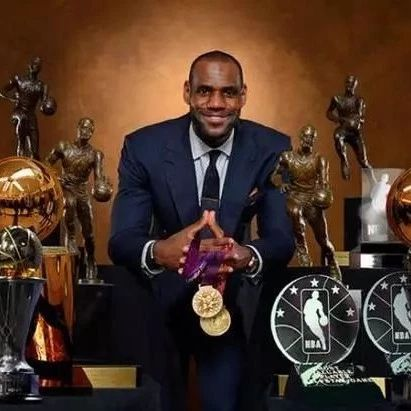谁是NBA的奖杯之王?詹皇14座只排第4 榜首22座